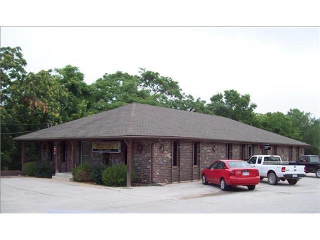 106 W Amity Street, Louisburg, KS 66053 (#2061808) :: Carrington Real Estate Services