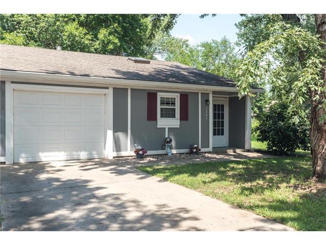 1347 N Harvey Circle, Olathe, KS 66061 (#2062077) :: Select Homes - Team Real Estate