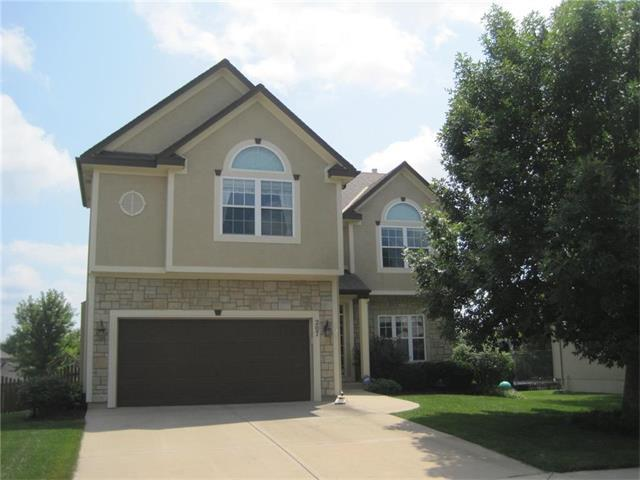 207 Lakeview Drive, Louisburg, KS 66053 (#2062648) :: Tradition Home Group