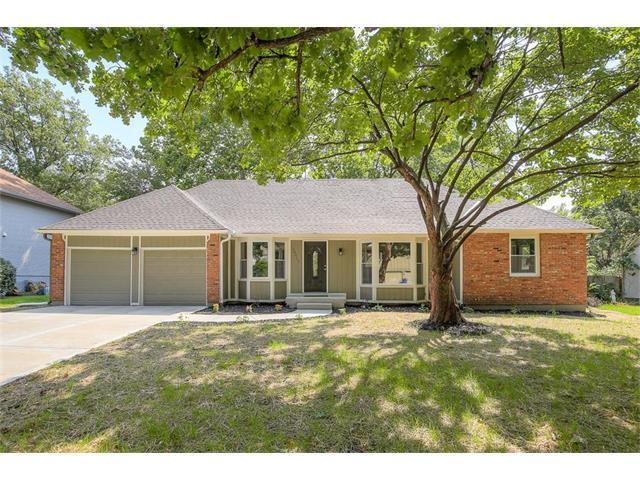 10017 Larsen Street, Overland Park, KS 66214 (#2063121) :: Select Homes - Team Real Estate