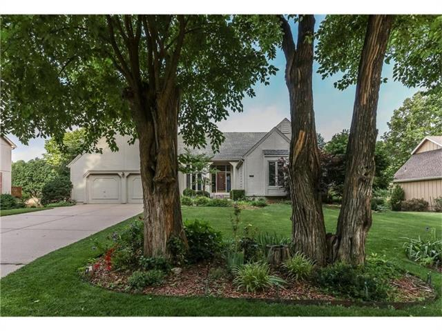12716 Pawnee Lane, Leawood, KS 66209 (#2064421) :: The Shannon Lyon Group - Keller Williams Realty Partners