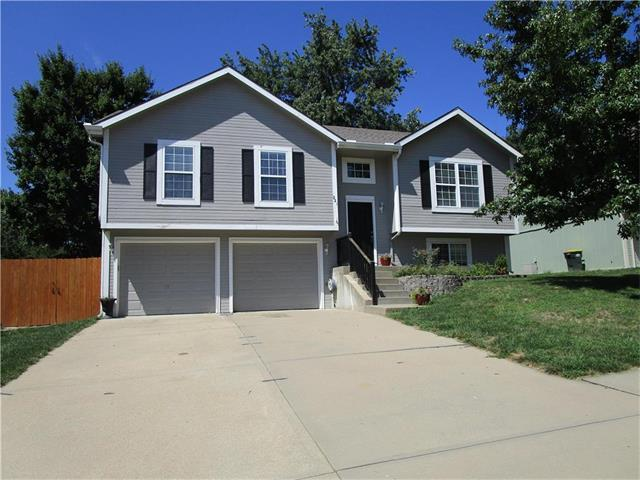 221 Carriage Crossing, Lansing, KS 66043 (#2064429) :: The Shannon Lyon Group - Keller Williams Realty Partners