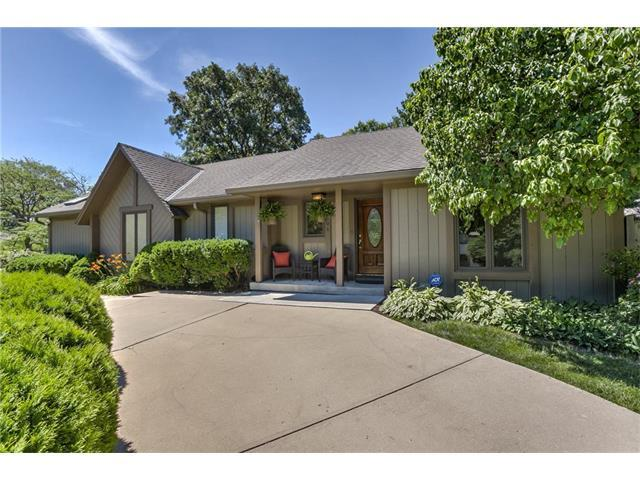 1501 NW Weatherstone Drive, Blue Springs, MO 64015 (#2064660) :: Tradition Home Group
