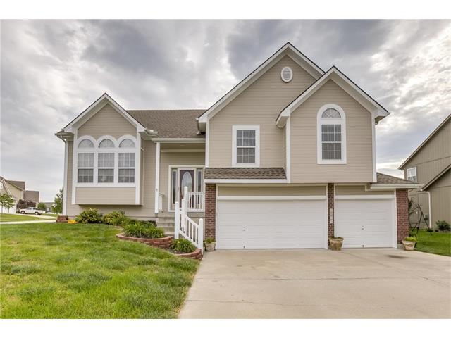 2501 SW Valley Ridge Lane, Lee's Summit, MO 64082 (#2064770) :: Tradition Home Group