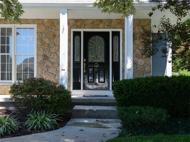 808 Cottonwood Drive, Lansing, KS 66043 (#2064771) :: Edie Waters Team
