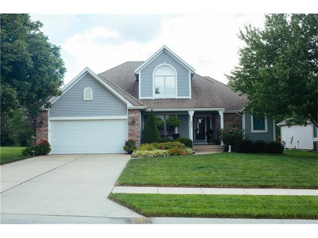 4225 SW Clipper Lane, Lee's Summit, MO 64082 (#2064845) :: Tradition Home Group