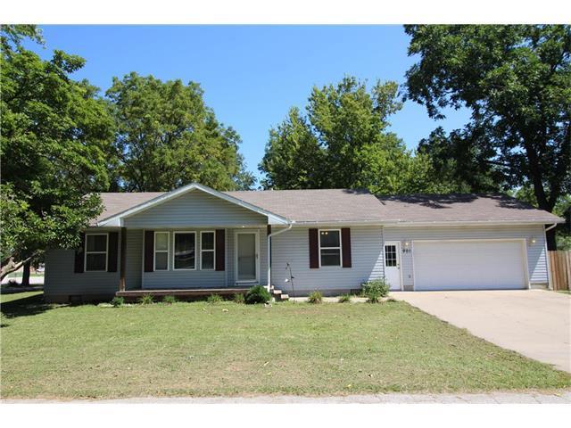 901 SW Clinton Street, Oak Grove, MO 64075 (#2064861) :: Tradition Home Group