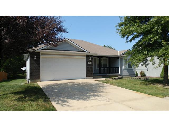 814 SW Lakeview Drive, Grain Valley, MO 64029 (#2067898) :: Team Dunavant