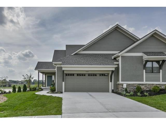 11517 S Waterford Drive, Olathe, KS 66061 (#2067919) :: Edie Waters Network