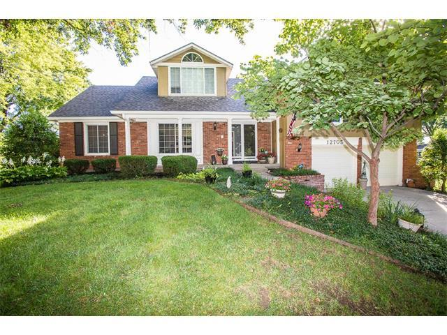 12705 Oakmont Drive, Kansas City, MO 64145 (#2069140) :: Team Dunavant