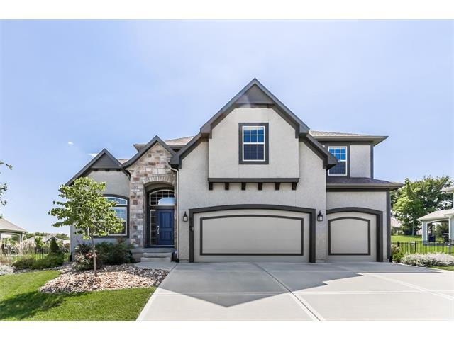 9705 Wild Rose Lane, Lenexa, KS 66227 (#2070564) :: NestWork Homes