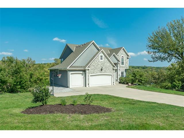 9107 Woodland Court, Lenexa, KS 66220 (#2070567) :: NestWork Homes