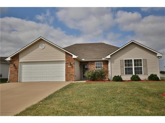 700 SW Meadowood Drive, Grain Valley, MO 64029 (#2070569) :: Team Dunavant