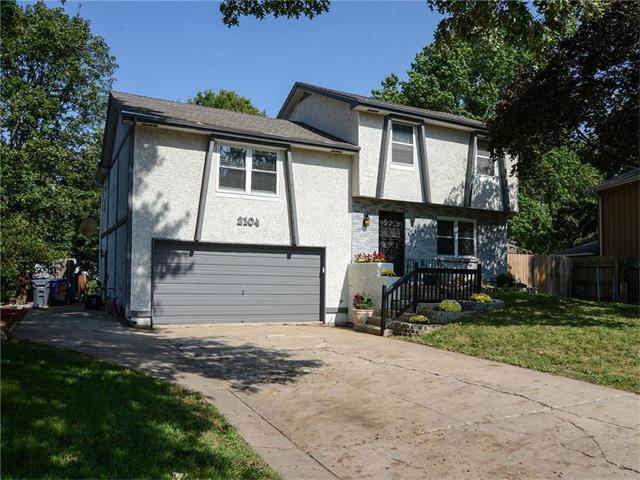 2104 E Arrowhead Circle, Olathe, KS 66062 (#2070790) :: NestWork Homes