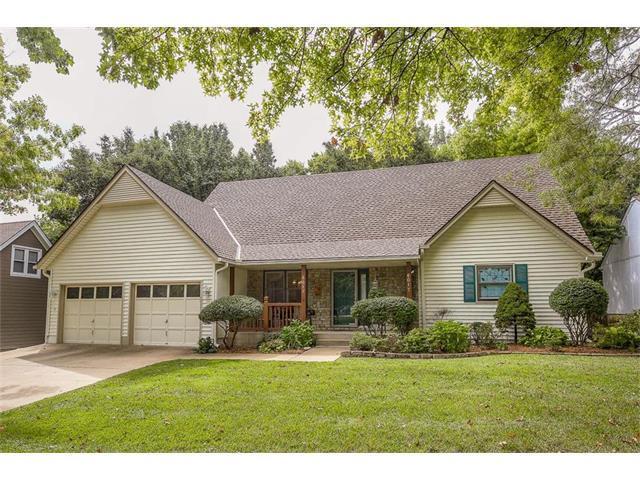 6017 W 153rd Street, Overland Park, KS 66223 (#2070835) :: NestWork Homes