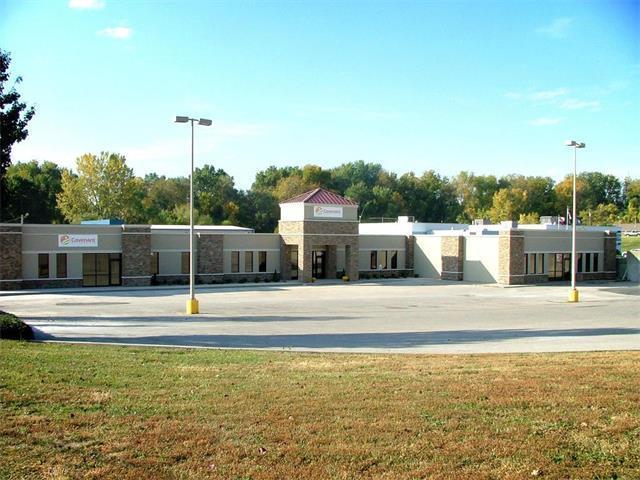 4902 Frederick Avenue, St Joseph, MO 64506 (#2071306) :: Carrington Real Estate Services
