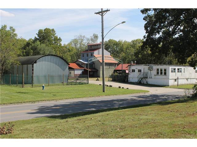 205 N Commercial Street, Harrisonville, MO 64701 (#2072407) :: Carrington Real Estate Services