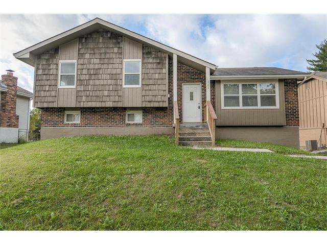 6903 E 140th Place, Grandview, MO 64030 (#2072532) :: Edie Waters Team