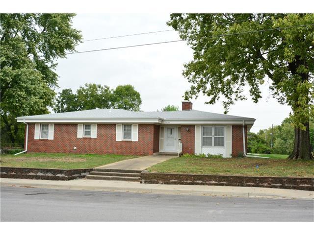 406 E Pearl Street, Harrisonville, MO 64701 (#2073370) :: The Shannon Lyon Group - Keller Williams Realty Partners