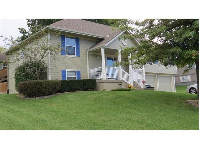 1304 Sycamore Street, Pleasant Hill, MO 64080 (#2074298) :: Edie Waters Team