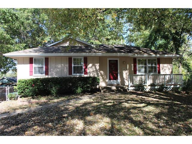 2407 SW Moore Street, Blue Springs, MO 64015 (#2074508) :: Tradition Home Group