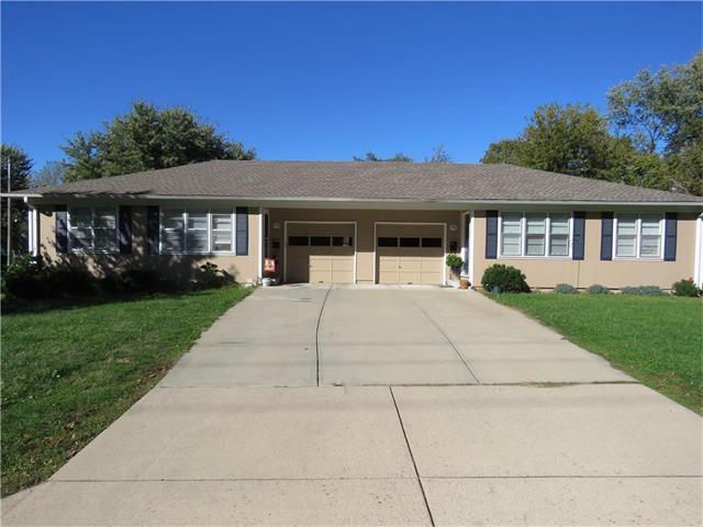 1046 E Dover Circle, Olathe, KS 66061 (#2074517) :: Select Homes - Team Real Estate