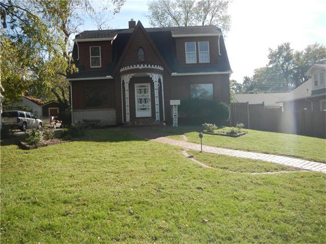 10815 Johnson Drive, Shawnee, KS 66203 (#2074687) :: Edie Waters Team