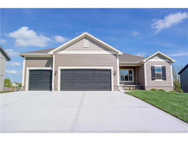 9205 SW 2nd Street, Blue Springs, MO 64064 (#2075784) :: Tradition Home Group