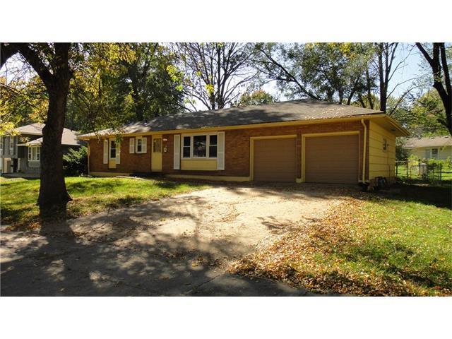 9324 Oakland Avenue, Kansas City, MO 64138 (#2075885) :: Tradition Home Group
