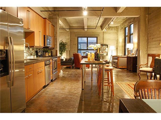 360 W Pershing #10 Road #10, Kansas City, MO 64108 (#2076123) :: Carrington Real Estate Services