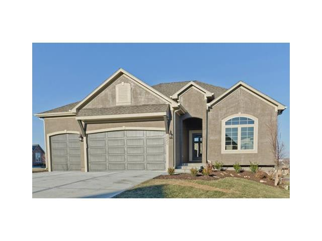 6919 Kenton Street, Shawnee, KS 66227 (#2076322) :: Edie Waters Network