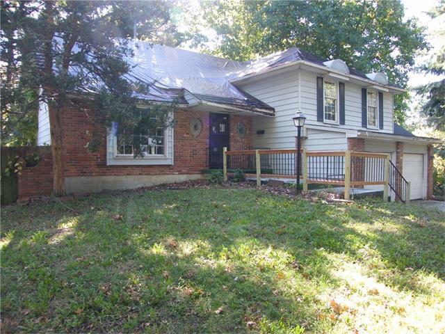 11413 W 71st Street, Shawnee, KS 66203 (#2076326) :: The Shannon Lyon Group - Keller Williams Realty Partners