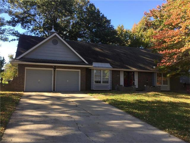 14413 Berkshire Drive, Independence, MO 64055 (#2076727) :: The Shannon Lyon Group - Keller Williams Realty Partners