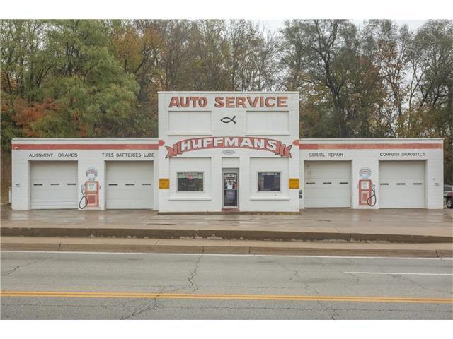 221 E Hyde Park Avenue, St Joseph, MO 64504 (#2077707) :: Carrington Real Estate Services