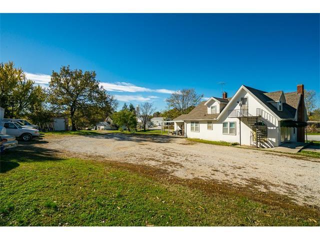 407 Locust Street, Harrisonville, MO 64701 (#2078198) :: Carrington Real Estate Services