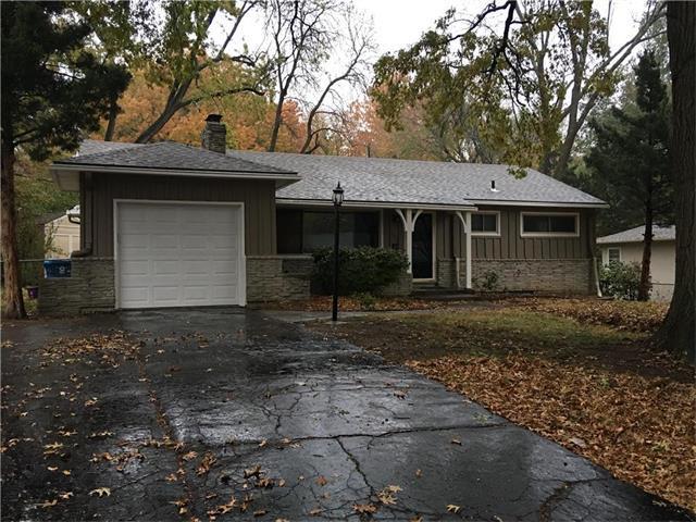 6204 W 77th Street, Prairie Village, KS 66208 (#2078955) :: NestWork Homes