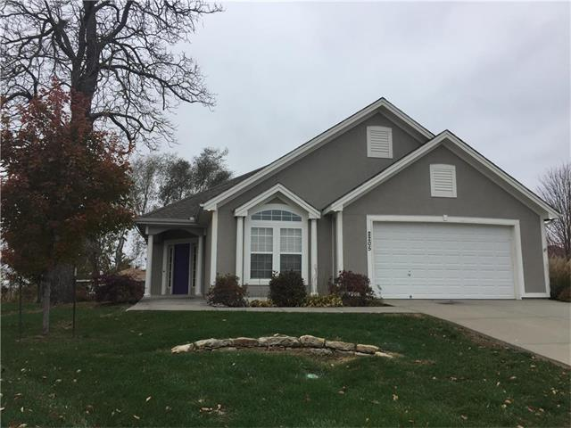 2205 NW Eclipse Court, Blue Springs, MO 64015 (#2079047) :: Edie Waters Team