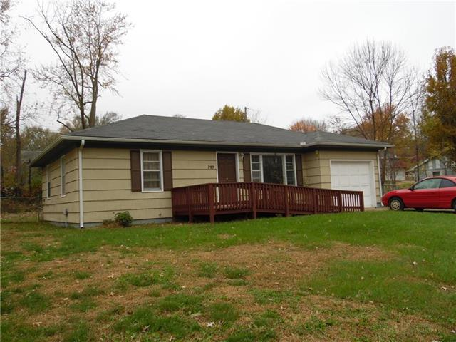 707 S Washington Avenue, Knob Noster, MO 65336 (#2079135) :: Edie Waters Network
