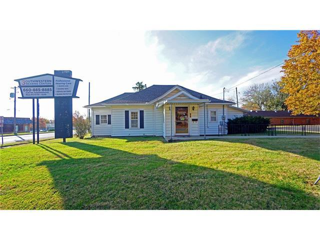 1001 S 2nd Street, Clinton, MO 64735 (#2079667) :: Carrington Real Estate Services