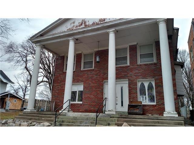 2704 E Linwood Boulevard, Kansas City, MO 64128 (#2080623) :: Carrington Real Estate Services