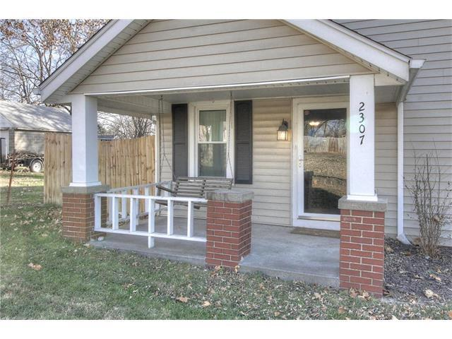 2307 NE 43rd Street, Kansas City, MO 64116 (#2081868) :: Edie Waters Team