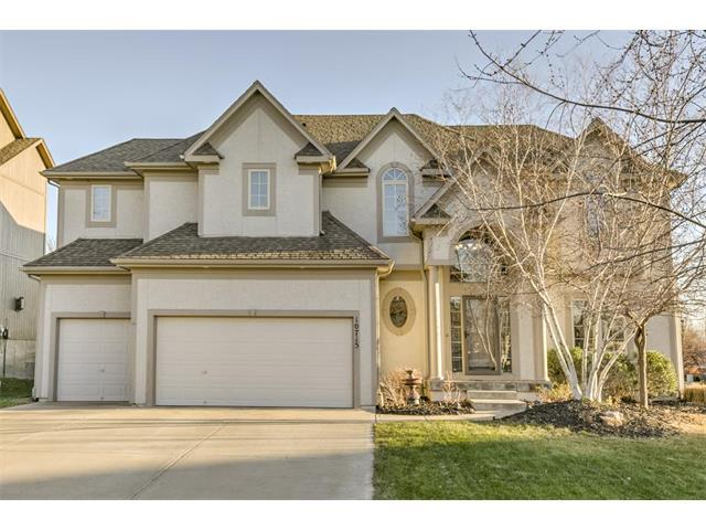 10715 W 162nd Street, Overland Park, KS 66221 (#2082288) :: Vogel Team