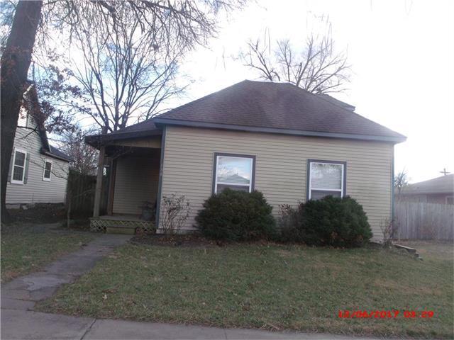 136 W 1st Avenue, Garnett, KS 66032 (#2082478) :: The Shannon Lyon Group - Keller Williams Realty Partners