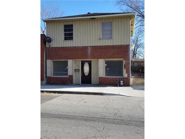8111 Paseo Boulevard, Kansas City, MO 64131 (#2082767) :: Carrington Real Estate Services