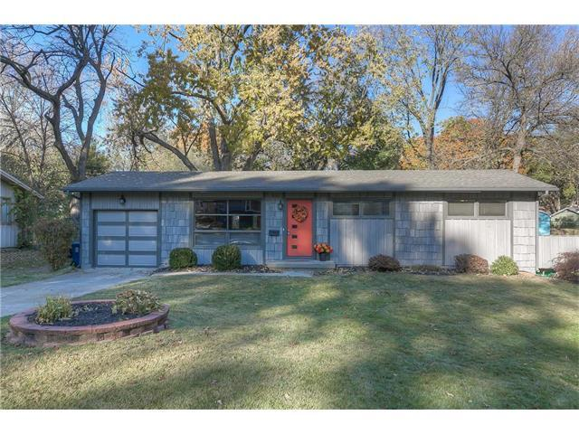 6030 W 76th Street, Prairie Village, KS 66208 (#2082785) :: Vogel Team