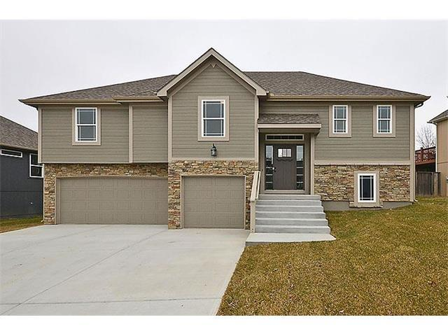 702 Walnut Drive, Smithville, MO 64089 (#2082949) :: Tradition Home Group