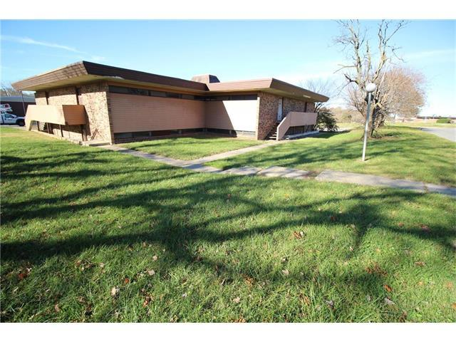 5211 E 112th Terrace, Kansas City, MO 64137 (#2083005) :: Carrington Real Estate Services