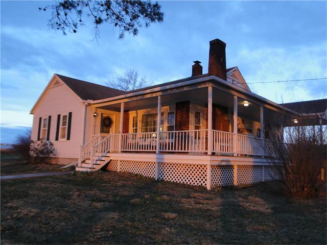 32615 Metcalf Road, Louisburg, KS 66053 (#2083075) :: Tradition Home Group