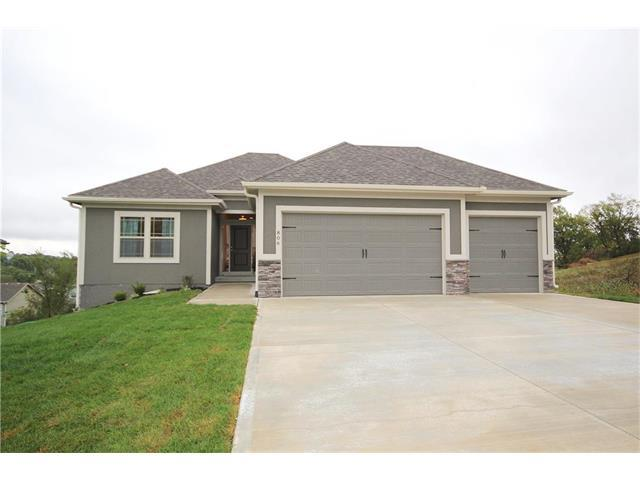 1508 SW Cross Creek Drive, Grain Valley, MO 64029 (#2083077) :: Edie Waters Team