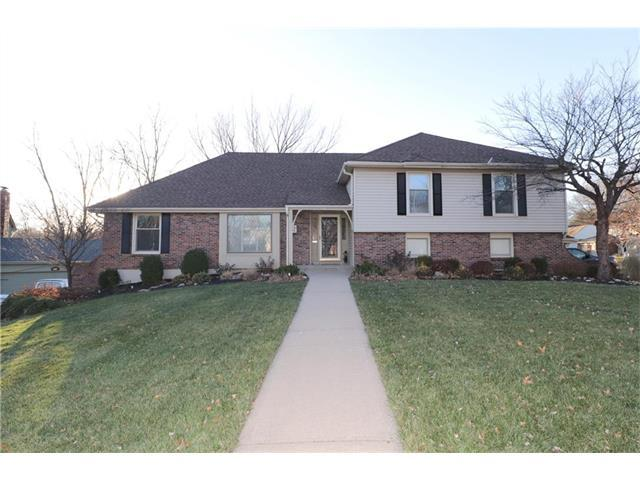 5009 NW Coves Drive, Kansas City, MO 64151 (#2083123) :: Edie Waters Team